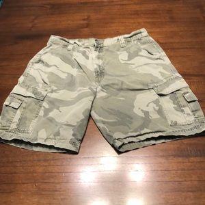 Men's Wrangler Gray Camo Shorts Size 34